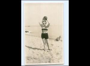 Y14591/ Badeleben junge Frau mit Ball Foto AK ca.1930 Timmendorferstrand