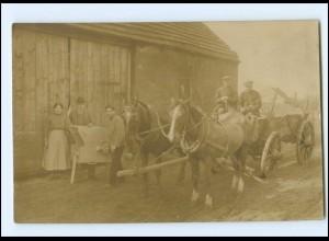 Y14663/ Bauer Landwirtschaft Pferdefuhrwerk Foto AK ca. 1920