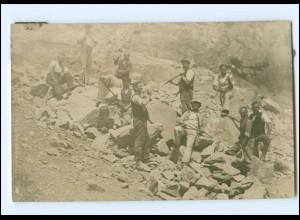 Y14664/ Berufe Arbeiter im Steinbruch Foto AK ca.1920
