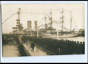 U9700/ Hindenburg besucht die Skagerakfeier Segelschulschiff Niobe Foto AK 1927