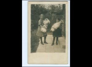 Y15131/ Zwei Mädchen mit Puppen Foto AK 1917