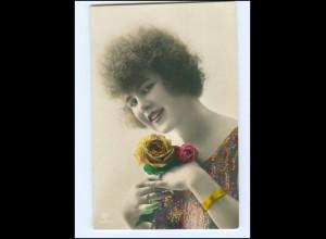 Y15647/ Junge Frau mit Rosen schöne Foto AK ca.1912
