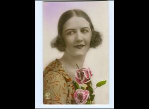 Y15648/ Junge Frau mit Rosen schöne Foto AK ca.1925
