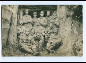 Y15653/ Soldaten im Schützengraben 1. Weltkrieg Foto AK