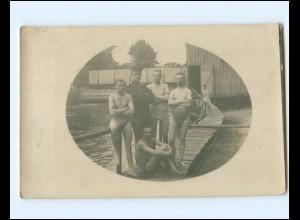 V679/ 1. Weltkrieg Soldaten nehmen ein bad Foto AK ca.1915