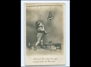Y16044/ Junge Schinken Spielzeug 1. Weltkrieg Foto AK 1918