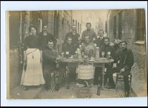 Y16459/ Augsburg Soldaten am Stammtisch trinken Bier Bierkrug Foto AK 1912
