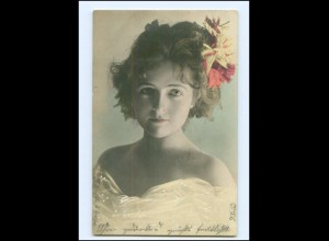 Y16125/ Junge hübsche Frau mit Blumenschmuck im Haar Foto AK 1905