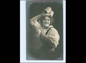 Y16067/ Junge Frau mit Bierkrug Bier NPG Foto AK 1908