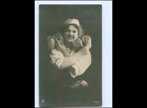 Y16068/ Junge Frau mit Bierkrug Bier NPG Foto AK 1909