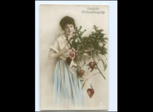 Y16183/ Weihnachten junge Frau mit Tannenzweig Foto AK 1917