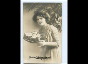 Y16184/ Weihnachten junge Frau mit Lebkuchenherz Foto AK 1915