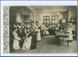 Y16139/ Haushaltungsschule Küche Kochen Foto AK 1905
