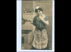 V091/ Berufe - Hausangestellte Haushälterin Küche NPG Foto AK 1907