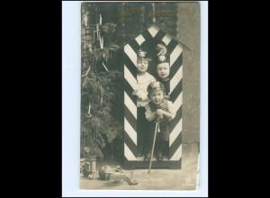 V047/ Kinder in Uniform Pickelhaube Weihnachten Foto AK 1908