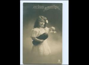 V095/ Umzug Viel Glück im neuen Heim - Mädchen mit Brot und Salz Foto AK 1911