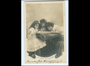 Y16522/ Les petits Philocartistes - Mädchen mit Postkartenalbum Foto AK 1904