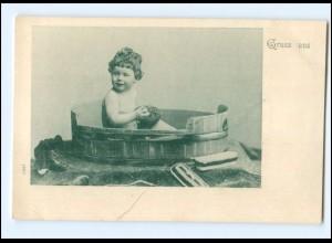 Y16533/ Kleines Kind badet in der Holzbadewanne AK ca.1900