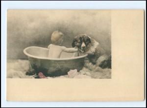 Y16534/ Kleines Kind badet in der Zinkbadewanne mit Hund AK ca.1900