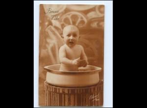 Y16543/ Baby sitzt inder Waschschüssel Waschen Foto AK ca.1925