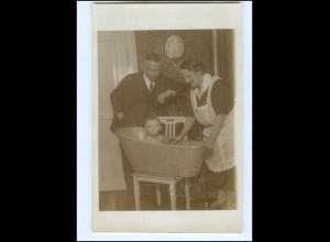 Y16544/ Eltern baden kind in der Zinkbadewanne Foto AK ca.1925