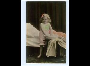 Y16547/ Mädchen wäscht sich Waschen Waschschüssel Foto AK ca.1910
