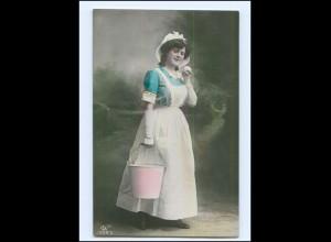 Y16604/ Hausangestellte junge Frau mit Eimer Foto AK ca.1910