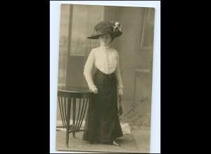 Y16615/ Frau mit Hut und Handtasche Hutmode Foto AK 1910