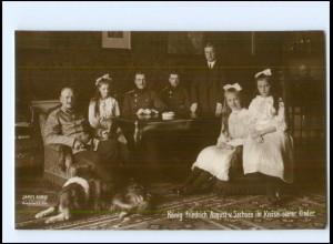 Y16980/ König Friedrich August v. Sachsen mit Familie Rotes Kreuz Foto AK 1914