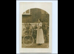 V593/ Junge Frau mit Fahrrad Foto AKca.1920