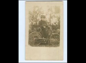 V591/ Frau mit Fahrrad Foto AK ca.1920