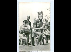 Y17937/ Danseuse et Tam-Tam Frau nackt Afrka AK ca. 1960