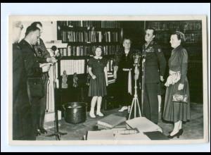 S2589/ Königsfamilie von Niederlande in der Bbliothek Foto AK 1949