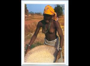 Y19082/ Frau nackt Afrika AK