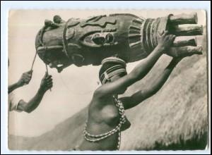 Y19091/ Frau nackt Afrika AK
