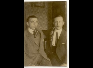 T1162/ Rauchen zwei Männer rauchen Pfeife Privat Foto AK ca.1920