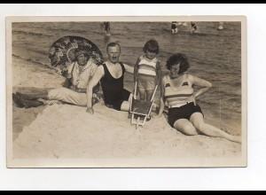 Y10093/ Badeleben Familie am Strand Foto AK ca.1930