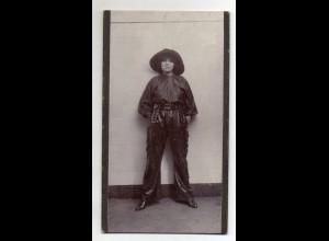Y16438/ Kabinettfoto Frau als Cowboy mit Zigarette 1913 Foto von Dieck, Hamburg