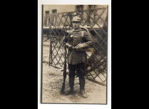 Y14357/ Kabinettfoto Soldat mit Pickelhaube u. Gewehr ca.1910