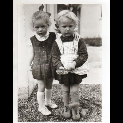 C3237/ Zwei kleine Mädchen Pressefoto 24 x 17 cm ca.1960