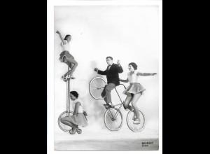 C3636/ Variete Fahrrad-Artisten The 4 Romanys Foto 18 x 13 cm ca.1960