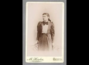 Y16428/ CDV Foto junge Frau, Atelier M. Herden, Oels Schlesien ca.1900