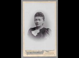 Y16335/ CDV Foto junge Frau Atelier Chr. Schwennesen , Tondern ca.1900