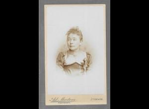 Y16338/ CDV Foto junge Frau, Atelier Ad. Martens, Itzehoe ca.1890