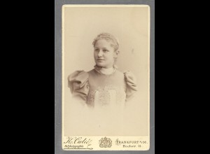 Y16339/ CDV Foto junge Frau, Atelier Katharina Culie, Frankfurt ca.1890