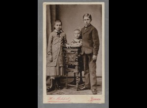 Y16352/ CDV Foto drei Geschwister Kinder Foto H. Mehlert, Itzehoe ca.1900