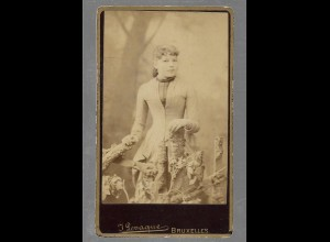 Y16359/ CDV Foto junge Frau Atelier J. Levaque, Bruxelles ca.1890