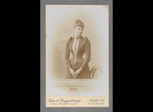 Y16373/ CDV Foto Junge Frau, Atelier Hein & Roggenkamp, Halle ca.1900