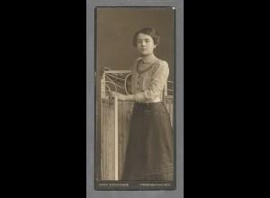 Y16432/ CDV Foto junge Frau, Atelier O. Heinrich, Frankfurt a Oder ca.1910