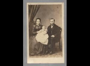 Y16436/ CDV Foto Ehepaar mit Baby Atelier Schmidthammer, Hamburg ca.1865